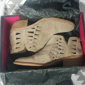 SALE TODAY ONLY Vince Camuto Peera Booties